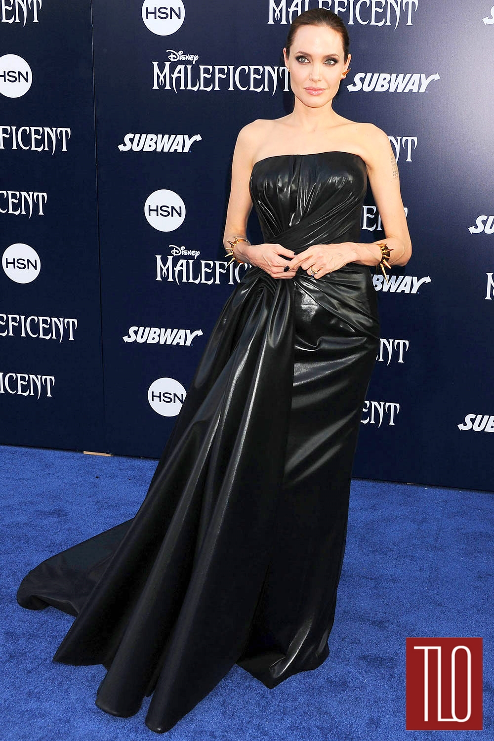 Angelina-Jolie-Atelier-Versace-Maleficent-World-Premiere-Tom-Lorenzo-Site-TLO (1)