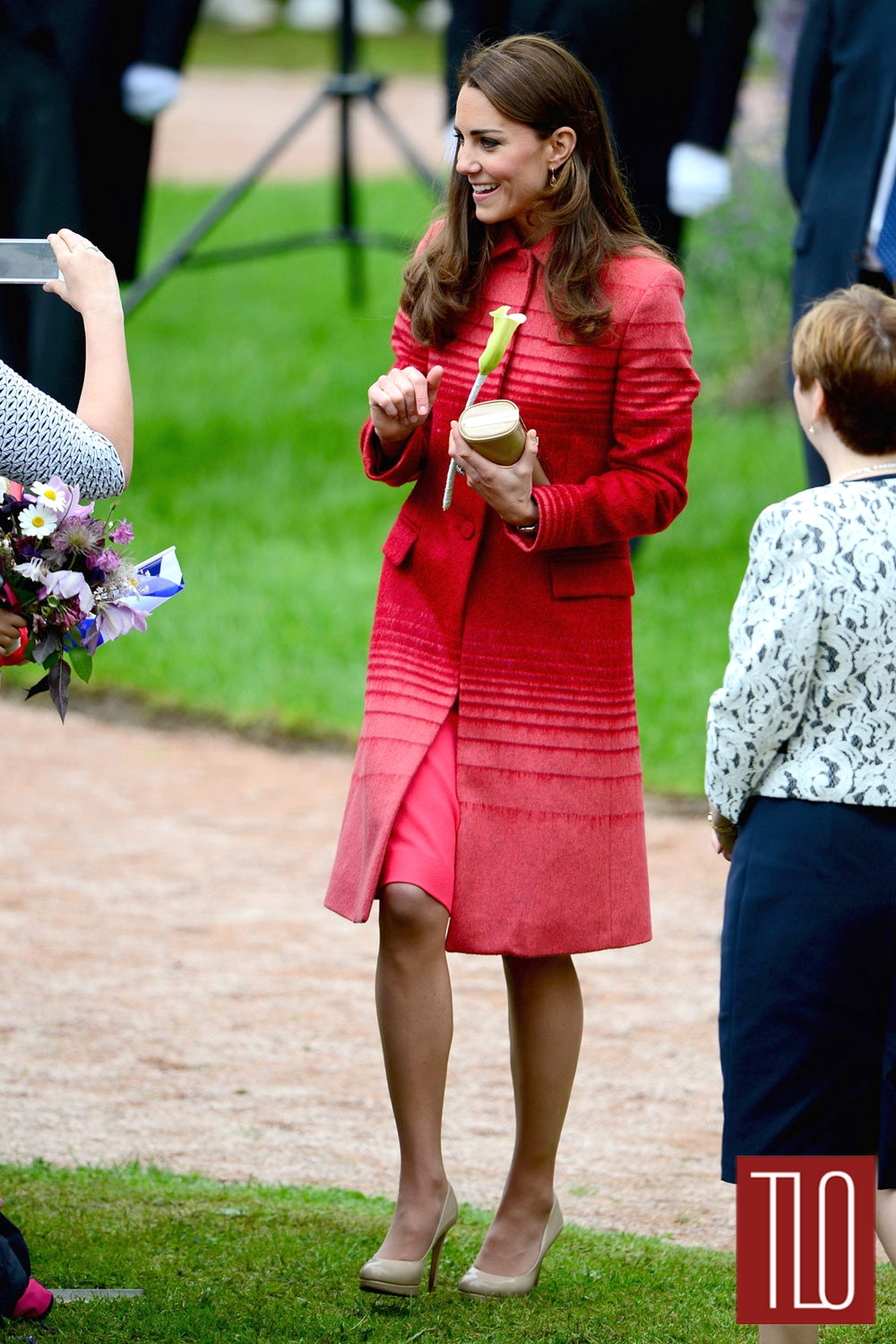 Catherine-Duchess-Cambridge-Jonathan-Saunders-Fall-2013-Coat-Scotland-Tom-Lorenzo-Site-TLO (1)