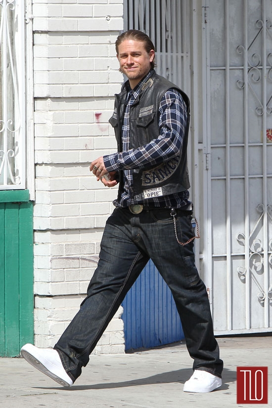 Charlie-Hunnam-Sons-Anarchy-Season-7-Set-Tom-Lorenzo-Site-TLO (4)