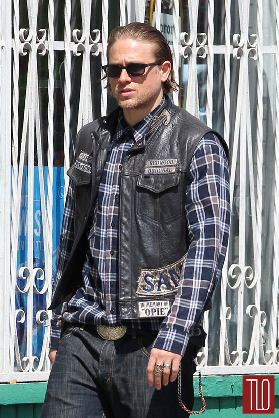Charlie-Hunnam-Sons-Anarchy-Season-7-Set-Tom-Lorenzo-Site-TLO (5)