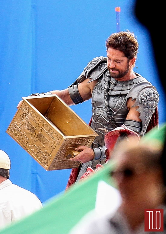 Gerard-BUtler-Gods-Egypt-Movie-Set-Tom-Lorenzo-Site-TLO (6)
