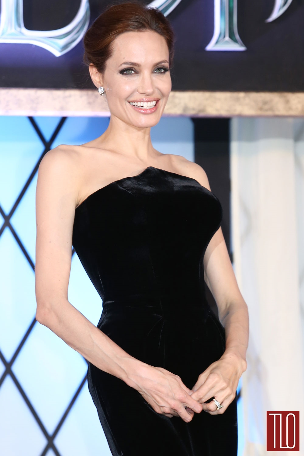 Angelina-Jolie-Atelier-Versace-Maleficent-Japan-Premiere-Tom-Lorenzo-Site-TLO (1)