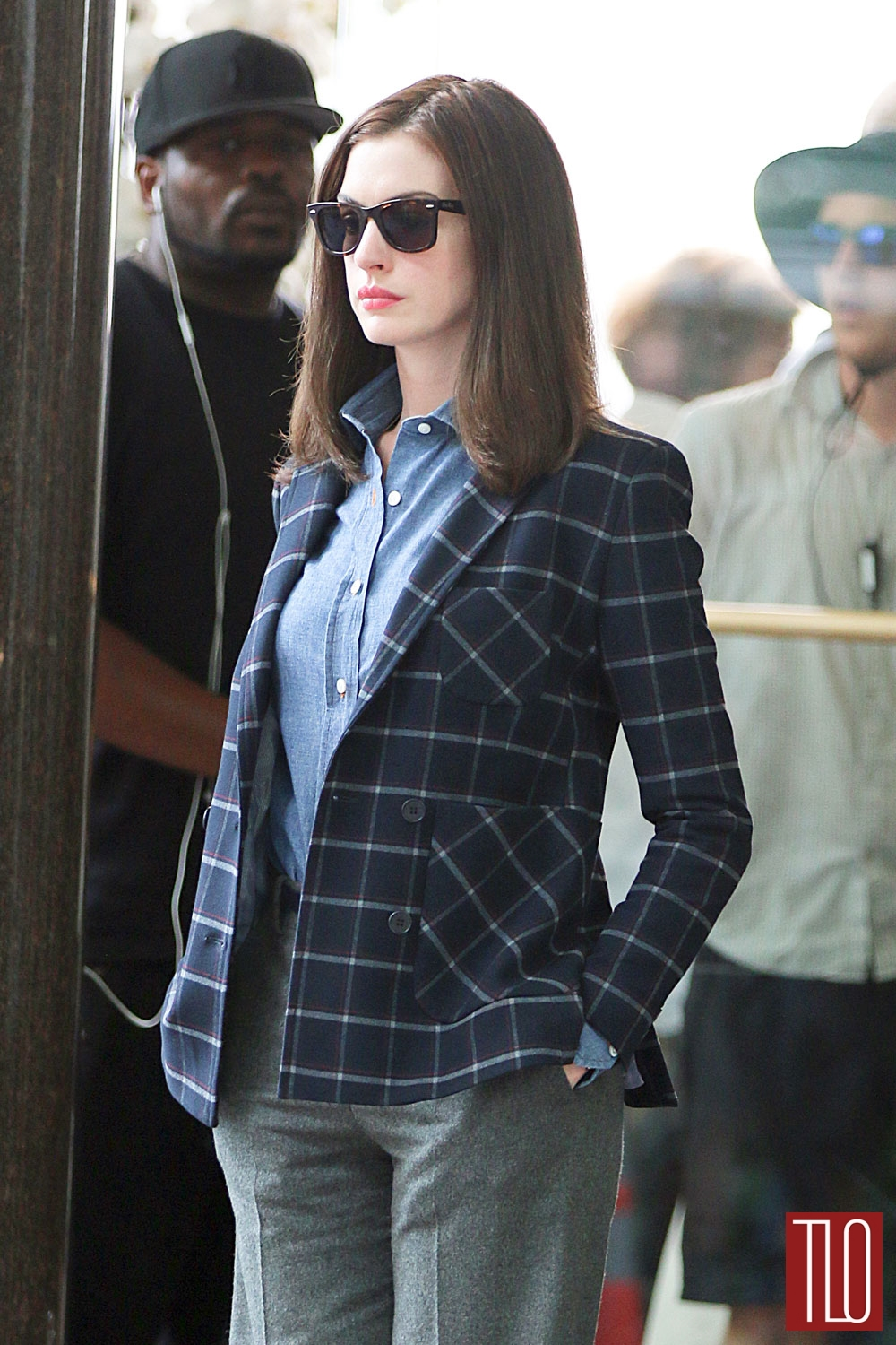 Anne-Hathaway-The-Intern-On-Set-Movie-Tom-Lorenzo-Site-TLO (1)
