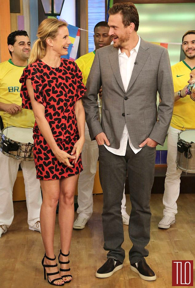 Cameron-Diaz-Jason-Segel-Despierta-America-Saint-Laurent-Prada-Tom-Lorenzo-Site-TLO (1)