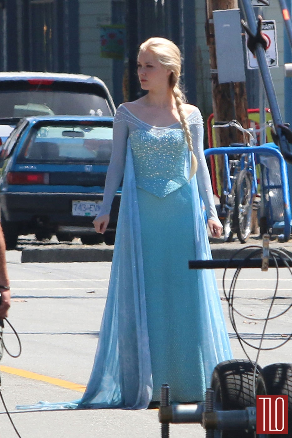 Georgina-Haig-Princess-Elsa-Frozen-Once-Upon-A-Time-TV-Show-Set-Tom-Lorenzo-Site-TLO (1)