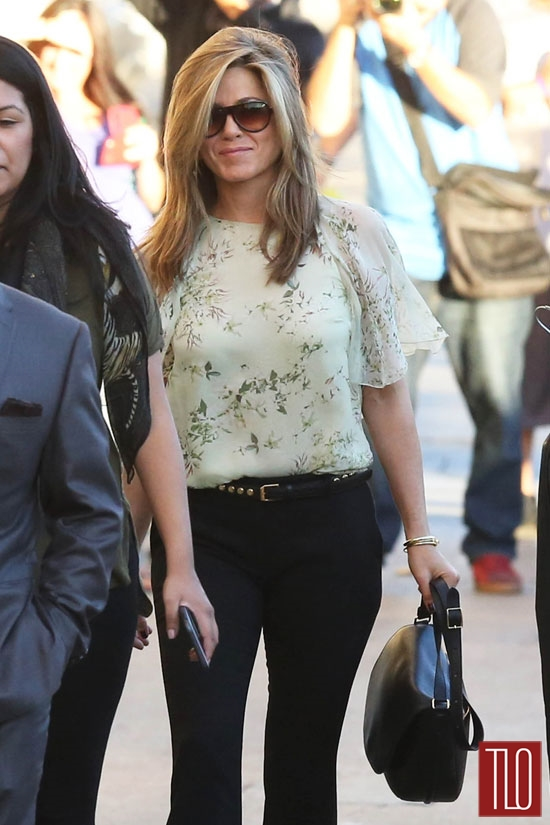 Jennifer Aniston Discovers That Pants Exist Tom Lorenzo Bloglovin