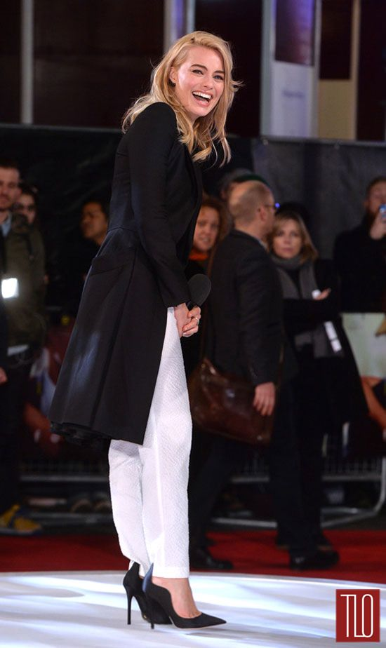 Margot-Robbie-Focus-Special-Screening-London-Red-Carpet-Fashion-Blumarine-Alexander-McQueen-Tom-Lorenzo-Site-TLO (6)