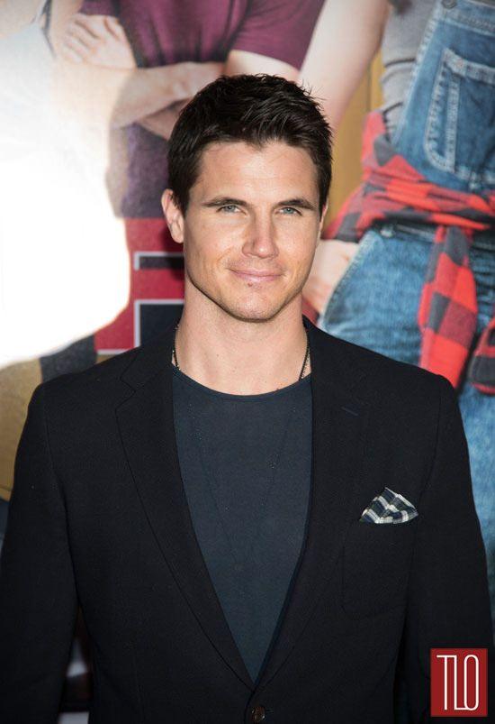 Robbie-Amell-The-Duff-New-York-Movie-Premiere-Red-Carpet-Fashion-Menswear-Tom-Lorenzo-Site-TLO (2)