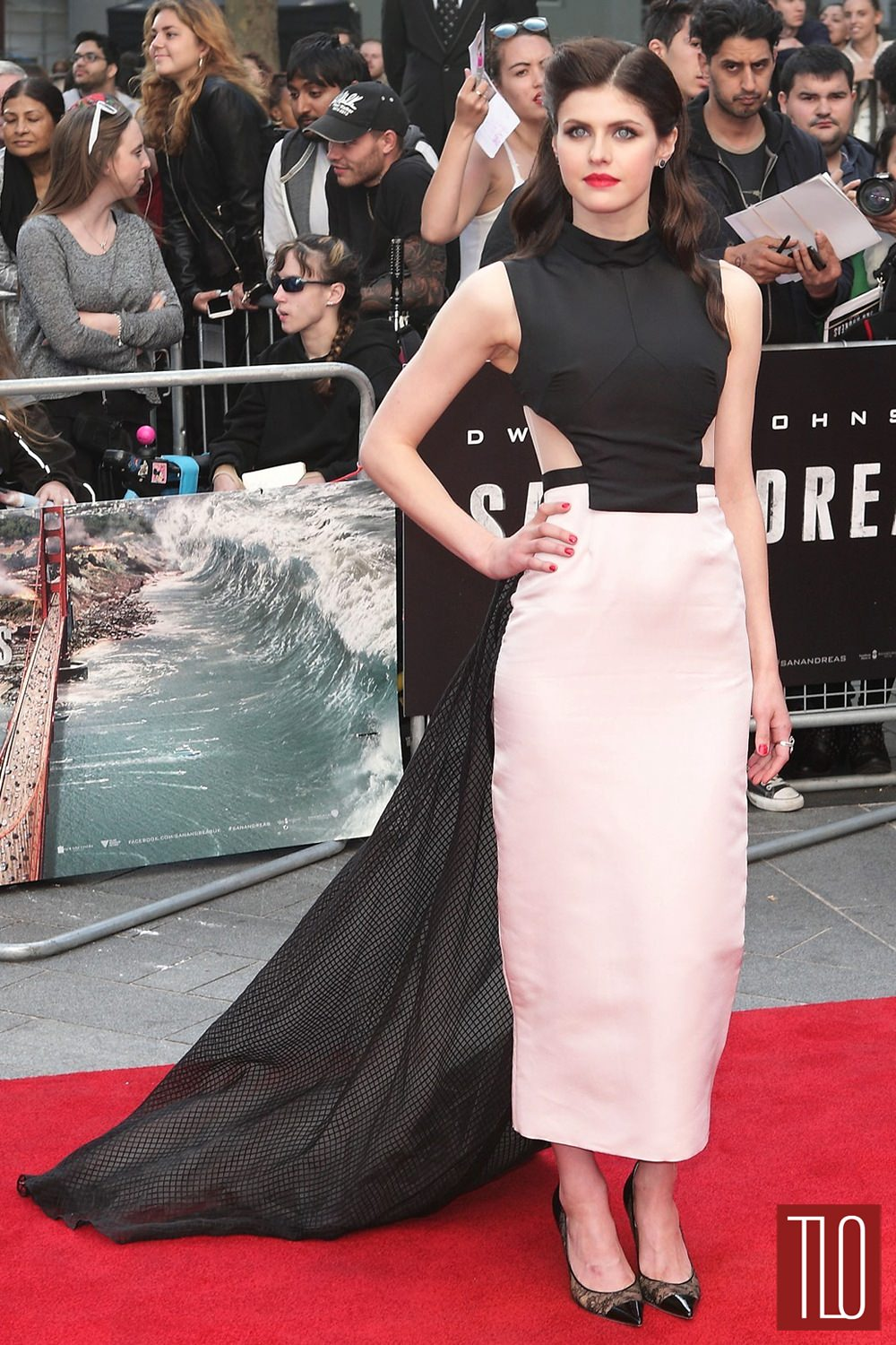Alexandra-Daddario-San-Andreas-London-Movie-Premiere-Red-Carpet-Fashion-Bibhu-Mohapatra-Tom-Lorenzo-Site-TLO (1)