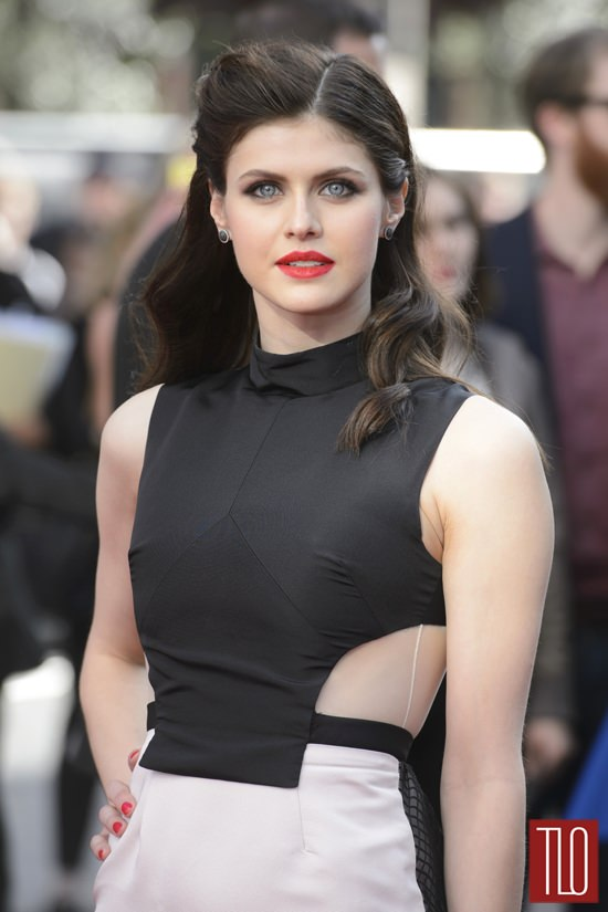 Alexandra-Daddario-San-Andreas-London-Movie-Premiere-Red-Carpet-Fashion-Bibhu-Mohapatra-Tom-Lorenzo-Site-TLO (3)