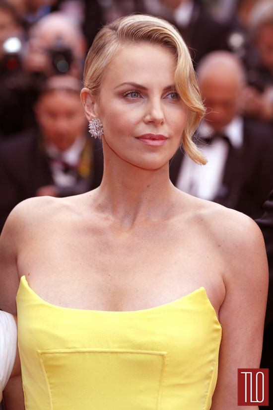 cannes 2015 charlize theron in christian dior couture tom lorenzo. Black Bedroom Furniture Sets. Home Design Ideas
