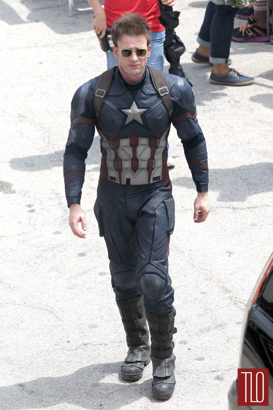 Chris-Evans-On-Set-Captain-America-Civil-War-Tom-Lorenzo-Site-TLO (6)