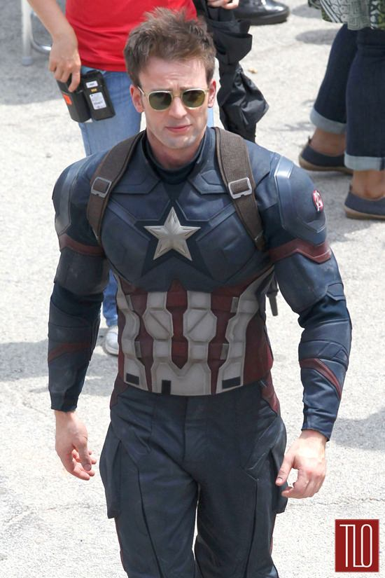 Chris-Evans-On-Set-Captain-America-Civil-War-Tom-Lorenzo-Site-TLO (7)