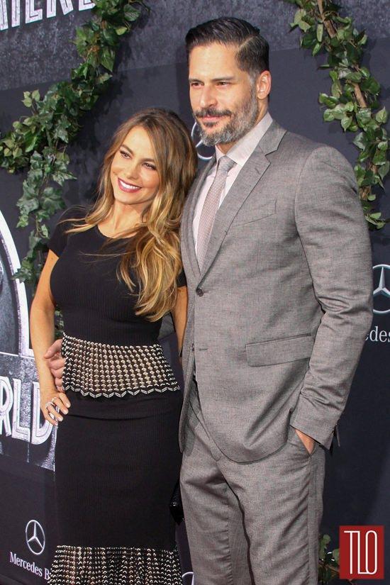 Sofia-Vergara-Joe-Maganiello-Jurassic-World-Los-Angeles-Movie-Premiere-Red-Carpet-Fashion-Tom-Lorenzo-Site-TLO (6)