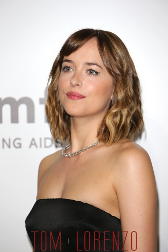 Dakota-Johnson-amfAR-Milano-2015-Red-Carpet-Fashion-Dior-Tom-Lorenzo-Site (3)