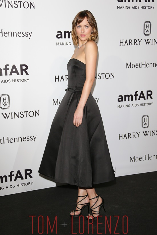 Dakota-Johnson-amfAR-Milano-2015-Red-Carpet-Fashion-Dior-Tom-Lorenzo-Site (5)