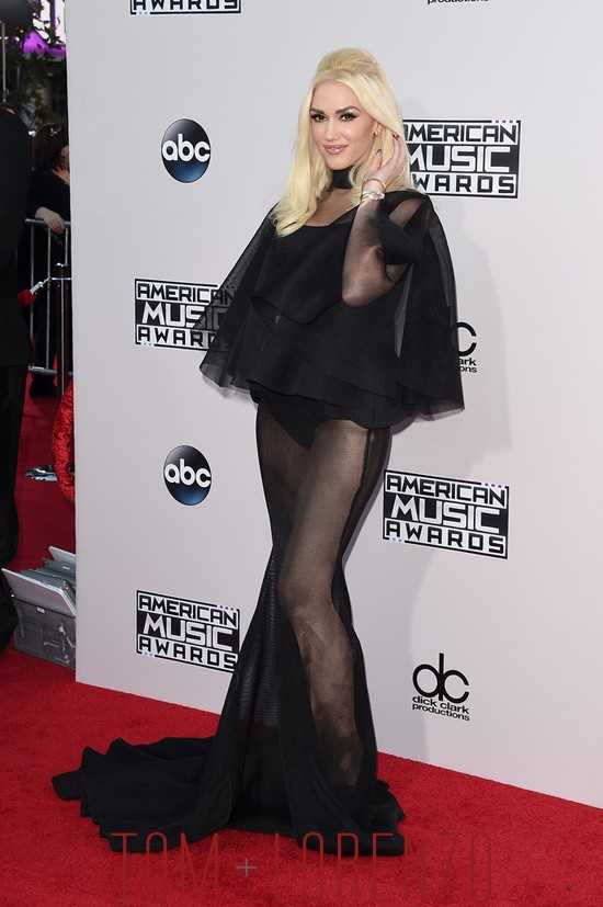 Gwen-Stefani-2015-American-Music-Awards-Red-Carpet-Fashion-Yousef-Al-Jasmi-Tom-Lorenzo-Site (7)