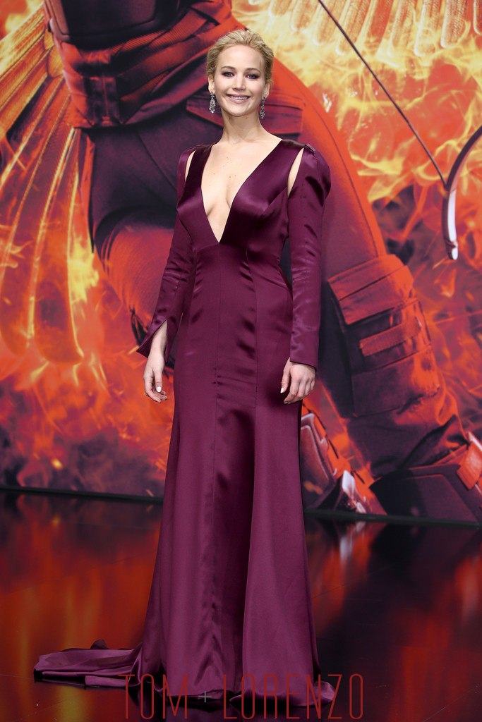 Jennifer-Lawrence-Hunger-Games-Mockingjay-Part-2-Berlin-Premiere-Fashion-Tom-Lorenzo-Site (1)