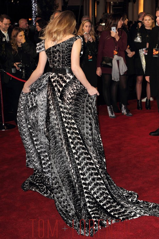 Natalie-Dormer-The-Hunger-Games-Mockingjay-Part-2-UK-Premiere-Fashion-Ong-Oaj Pairam-Tom-Lorenzo-Site (8)