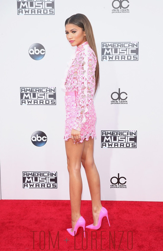 Zendaya-Coleman-2015-American-Music-Awards-AMAs-Red-Carpet-Fashion-Emanuel-Ungaro-Tom-Lorenzo-Site (5)