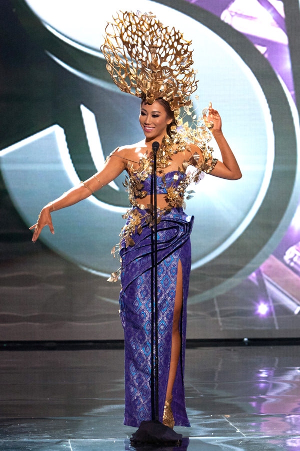 10-Miss-Malaysia-Miss-Universe-2015-National-Costumes-Tom-Lorenzo-Site