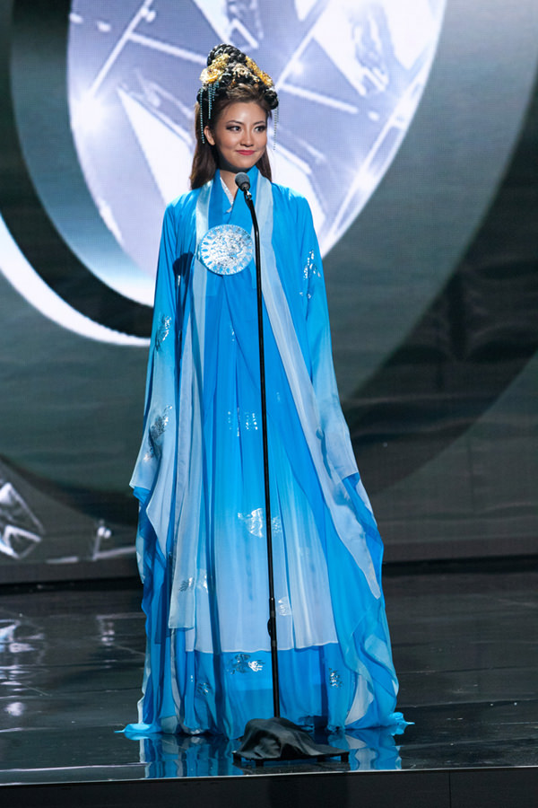 11-Miss-Korea-Miss-Universe-2015-National-Costumes-Tom-Lorenzo-Site