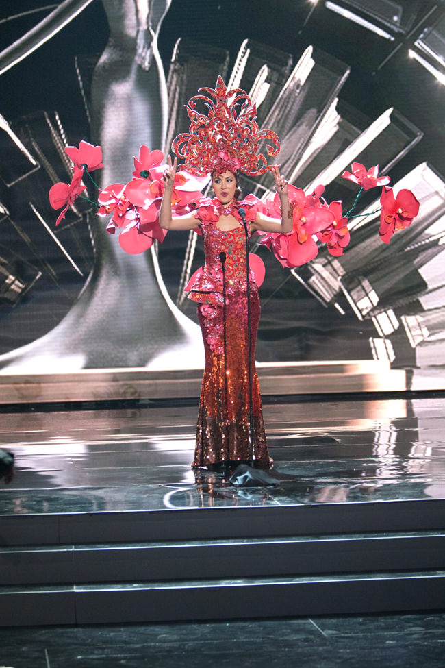 14-Miss-Singapore-Miss-Universe-2015-National-Costumes-Tom-Lorenzo-Site