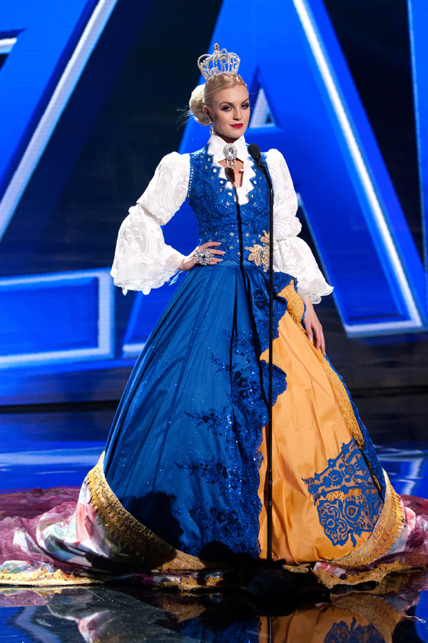 21-Miss-Sweden-Miss-Universe-2015-National-Costumes-Tom-Lorenzo-Site