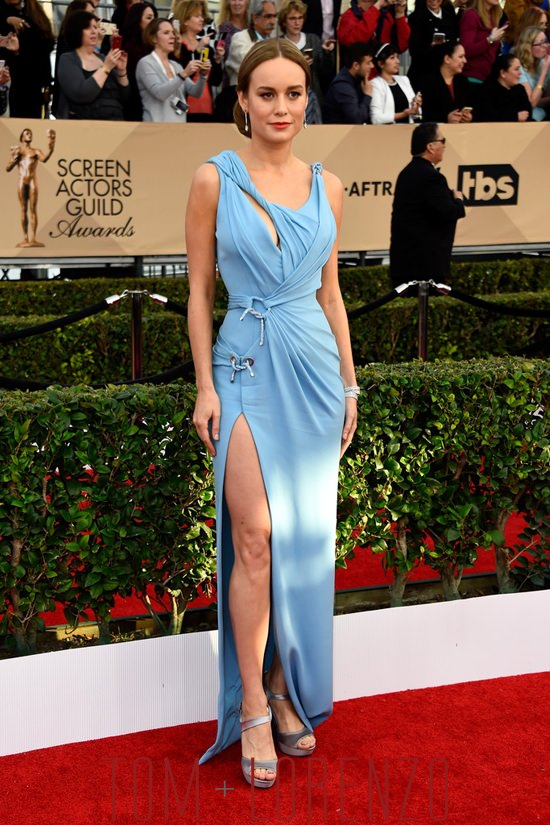 Brie-Larson-Room-2016-SAG-Awards-Red-Carpet-Fashion-Atelier-Versace-Tom-Lorenzo-Site (2)