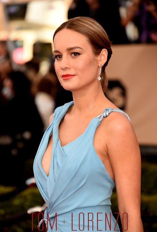 Brie-Larson-Room-2016-SAG-Awards-Red-Carpet-Fashion-Atelier-Versace-Tom-Lorenzo-Site (3)