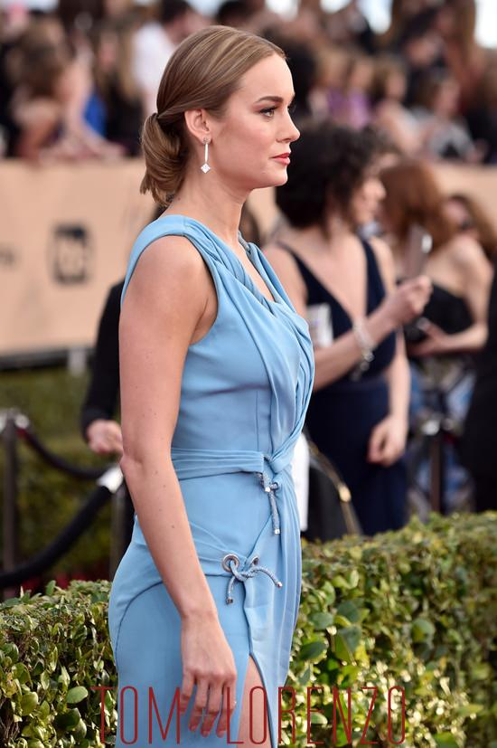 Brie-Larson-Room-2016-SAG-Awards-Red-Carpet-Fashion-Atelier-Versace-Tom-Lorenzo-Site (8)