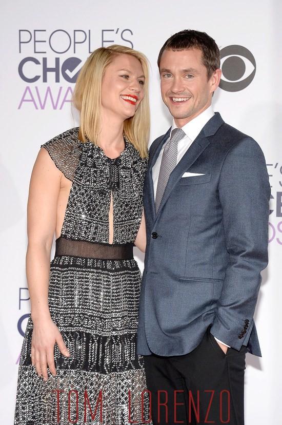Claire-Danes-Hugh-Dancy-People-Choice-Awards-Red-Carpet-Fashion-Burberry-Prorsum-Tom-Lorenzo-Site (6)