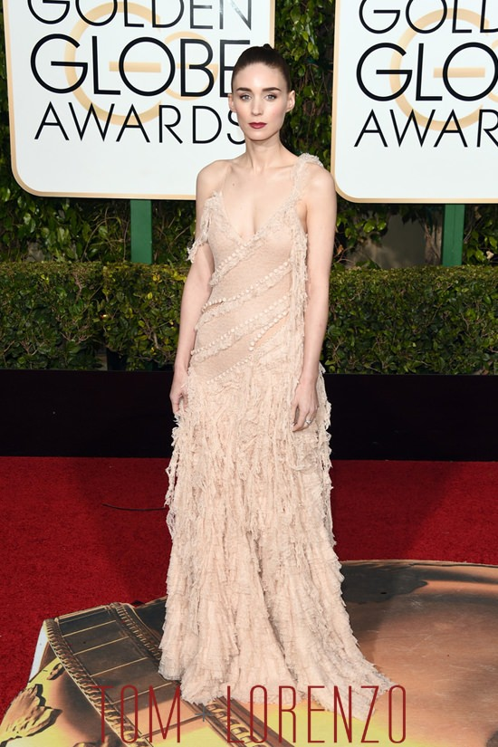 Rooney-Mara-Golden-Globes-2016-Red-Carpet-Fashion-Alexander-McQueen-Tom-Lorenzo-Site (2)
