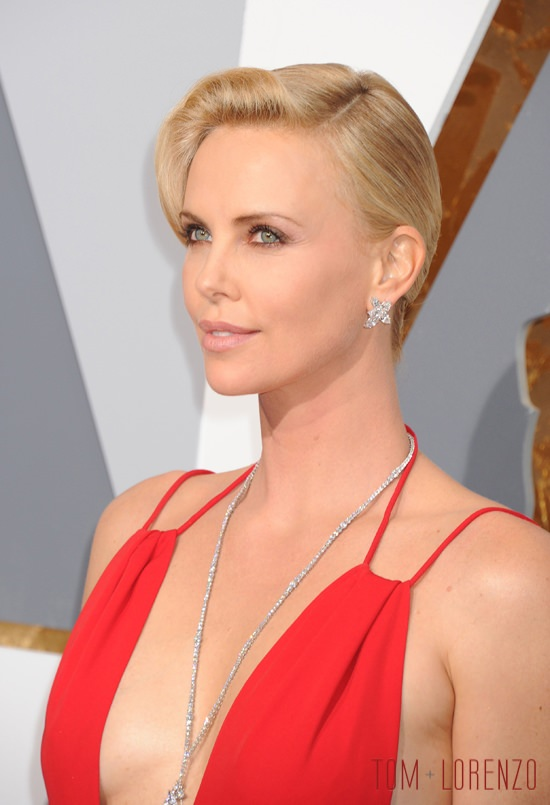 Charlize-Theron-Oscars-2016-Red-Carpet-Fashion-Christian-Dior-Tom-Lorenzo-Site (4)