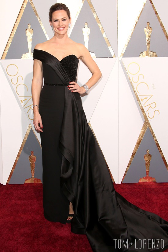 Jennifer-Garner-Oscars-2016-Red-Carpet-Fashion-Atelier-Versace-Tom-Lorenzo-Site (2)