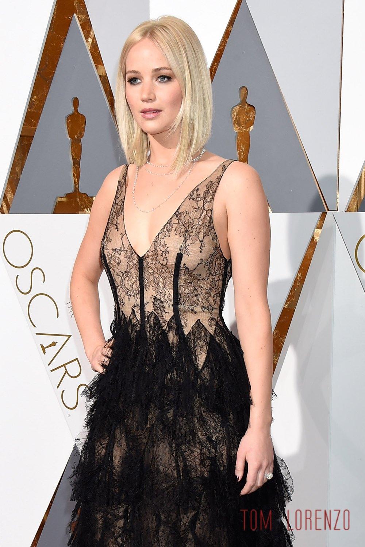 Jennifer-Lawrence-Oscars-2016-Red-Carpet-Fashion-Christian-Dior-Couture-Tom-Lorenzo-Site-TLO (1)