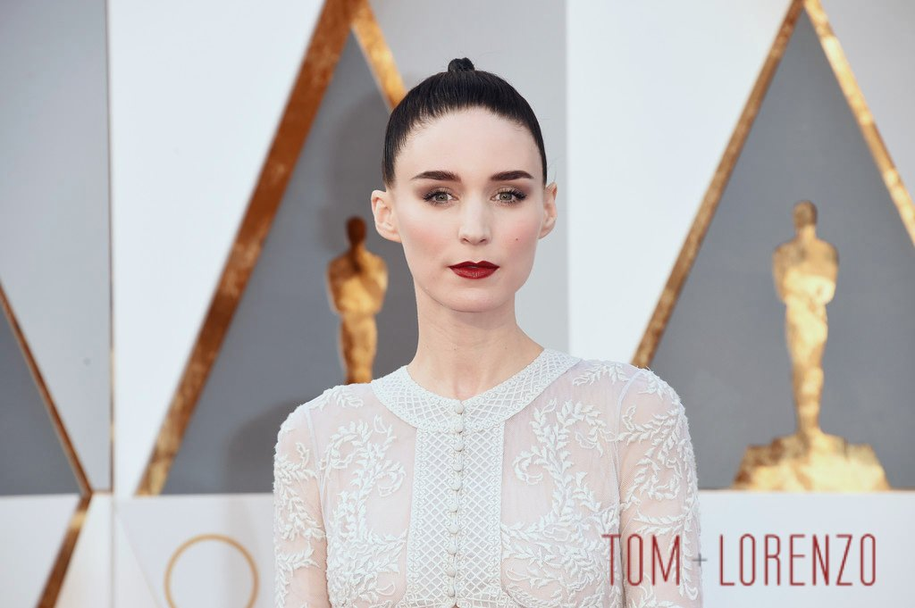 Rooney-Mara-Oscars-2016-Red-Carpet-Fashion-Givenchy-Couture-Tom-Lorenzo-Site (1)