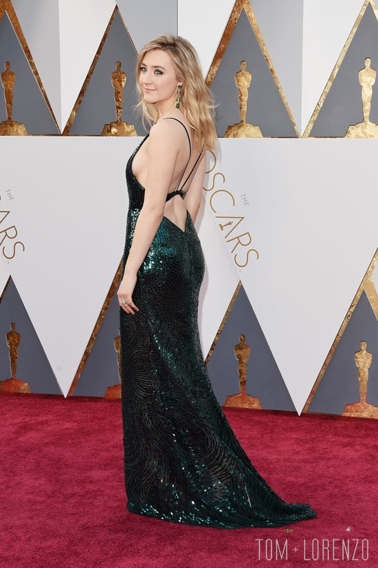 Saoirse-Ronan-Oscars-2016-Red-Carpet-Fashion-Calvin-Klein-Tom-Lorenzo-Site (10)