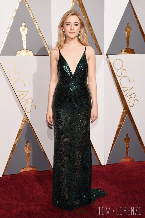 Saoirse-Ronan-Oscars-2016-Red-Carpet-Fashion-Calvin-Klein-Tom-Lorenzo-Site (2)
