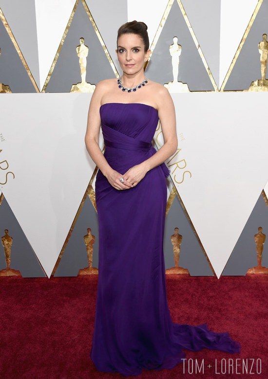 Tina-Fey-Oscars-2016-Red-Carpet-Fashion-Atelier-Versace-Tom-Lorenzo-Site (5)