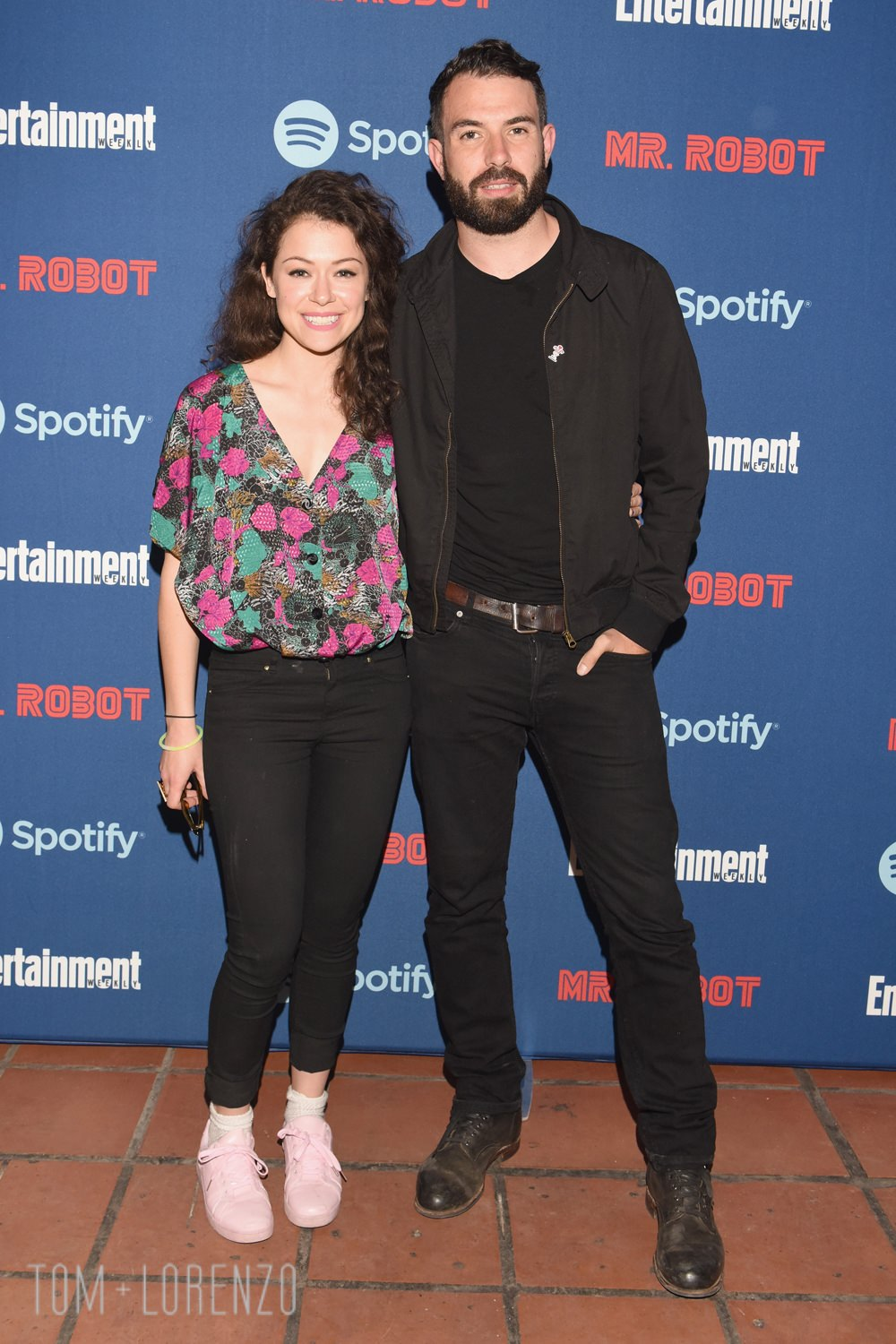 Tatiana-Maslany-Tom-Cullen-Entertainment-Weekly-Mr-Robot-Dinner-Red-Carpet-Fashion-Tom-Lorenzo-Site (1)