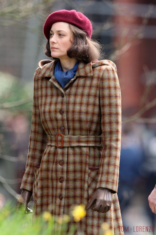 Vrad-Pitt-Marion-Cotillard-Five-Second-Silence-Movie-Set-Costumes-Tom-Lorenzo-Site (4)