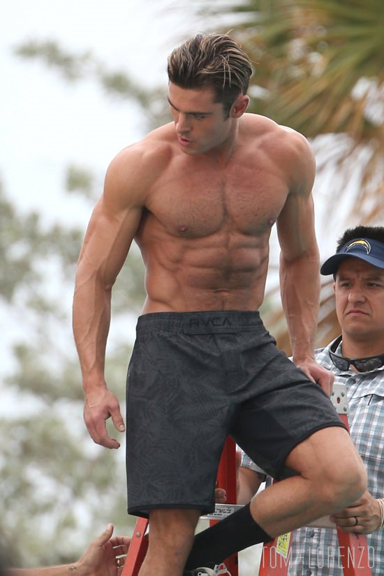 zac efron on the set of baywatch tom lorenzo. Black Bedroom Furniture Sets. Home Design Ideas