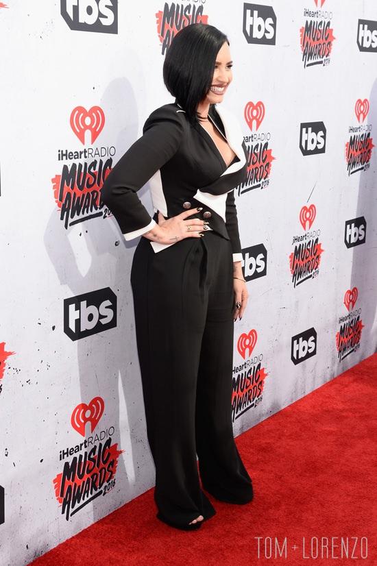 Demi-Lovato-iHeartRadio-Music-GLAAD-Awards-Red-Carpet-Fashion-Sass-Bide-Alexander-McQueen-Tom-Lorenzo-Site (7)