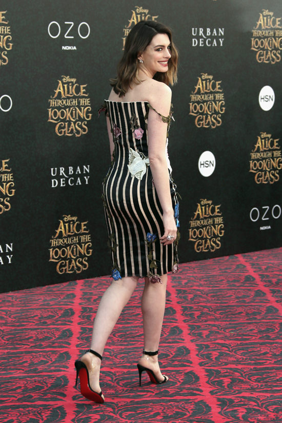 Anne-Hathaway-Alice-Through-The-Looking-Glass-Movie-Premiere-Red-Carpet-Fashion-Christopher-Kane-Tom-Lorenzo-Site (12)