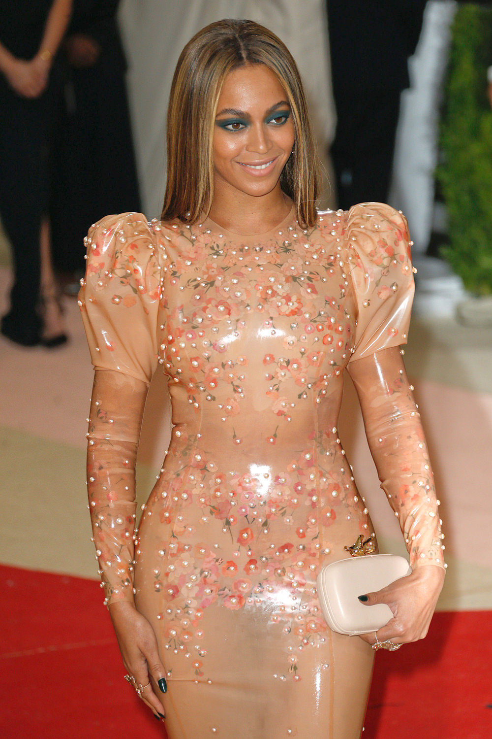 Beyonce-Met-Gala-2016-Red-Carpet-Fashion-Givenchy-Couture-Tom-Lorenzo-Site (1)