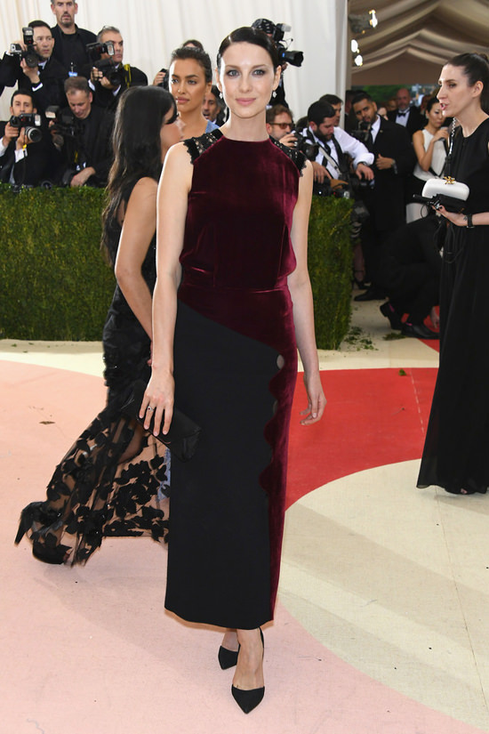 Caitriona-Balfe-Met-Gala-2016-Red-Carpet-Fashion-Roland-Mouret-Tom-Lorenzo-Site (4B)