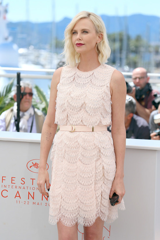 Charlize-The-Last-Face-Photocall-Cannes-2016-Red-Carpet-Fashion-Givenchy-Tom-Lorenzo-Site (4)