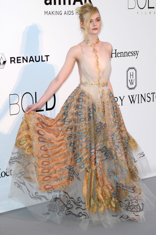 Elle-Fanning-amfAR-2016-Cinema-Against-Aids-Gala-Red-Carpet-Fashion-Valentino-Couture-Tom-Lorenzo-Site (5)