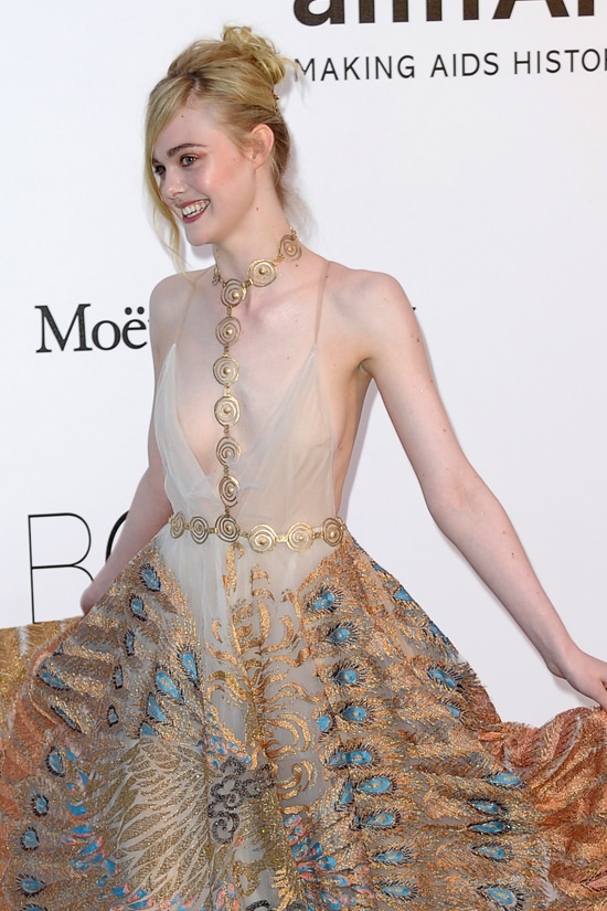 Elle-Fanning-amfAR-2016-Cinema-Against-Aids-Gala-Red-Carpet-Fashion-Valentino-Couture-Tom-Lorenzo-Site (6)